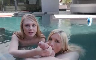 Two teen girls suck in the pool