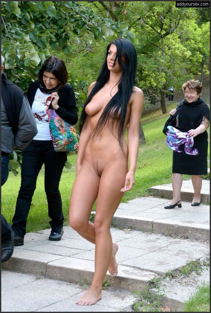 Öffentlichkeit nackt in In öffentlichkeit